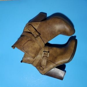 S M NY Brown ankle boots 7 zipper down